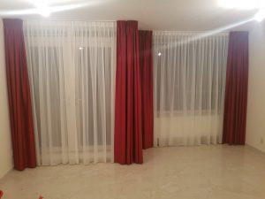 Raamdecoratie gordijnen en vitrage op maat.